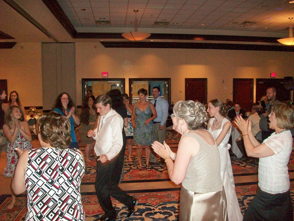 pittsburgh wedding dj party with paulie dj services